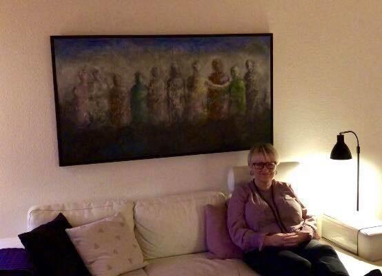 Mariannes billede på plads over sofaen - SIMONNE.DK